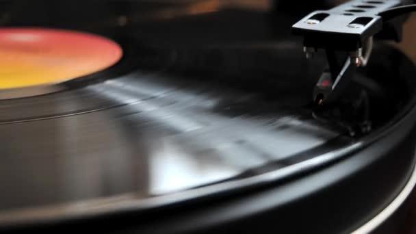 Vinyl záznam hraje