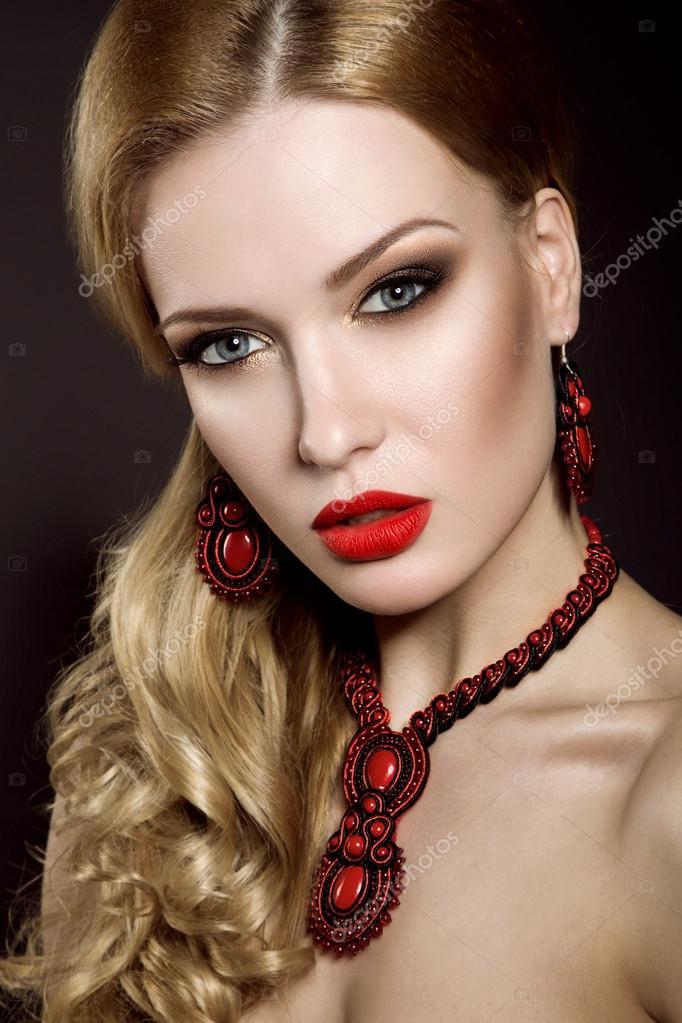 Макияж под красное платье Фото 76