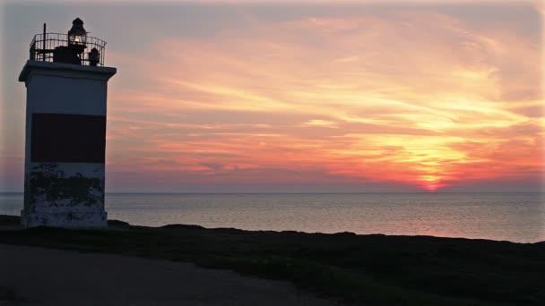 maják na pobřeží