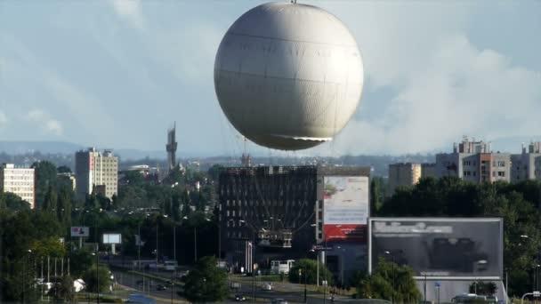 balón nad městem