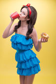 sexy Frau mit Süßigkeiten