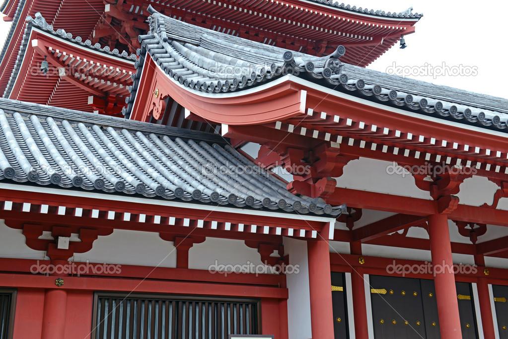 Traditional japanese architecture at sensoji temple in for Architettura giapponese tradizionale
