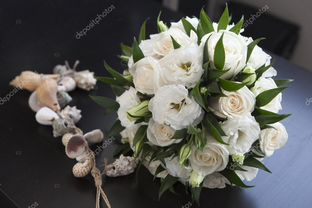 Bouquet Sposa Lisianthus E Rose.Wedding Bouquet With Rose And Lisianthus Stock Photo