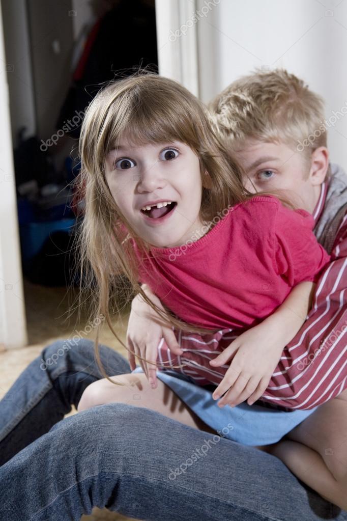 домашнее занимаются порно любовью сестрой с брат