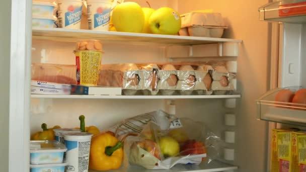otevřít ledničku