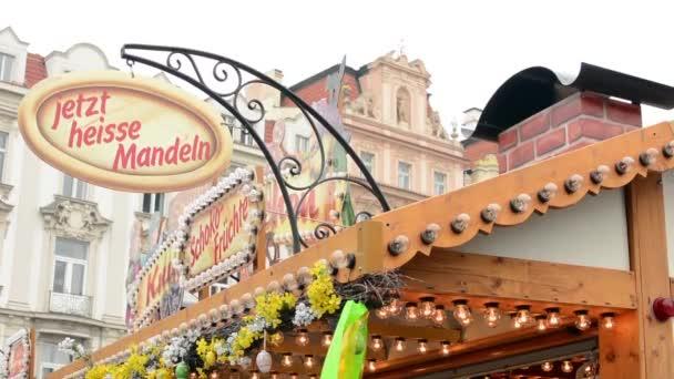 Velikonoční trhy - obchody s lidmi. Staroměstské náměstí v Praze