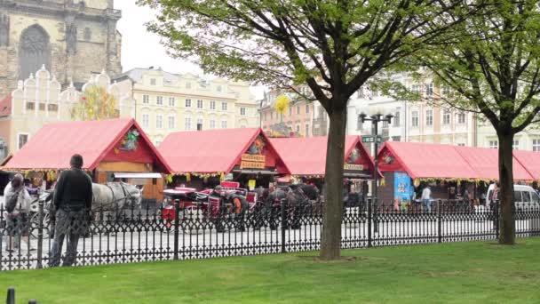 Velikonoční trhy - obchody s lidmi - s parkem. Staroměstské náměstí v Praze