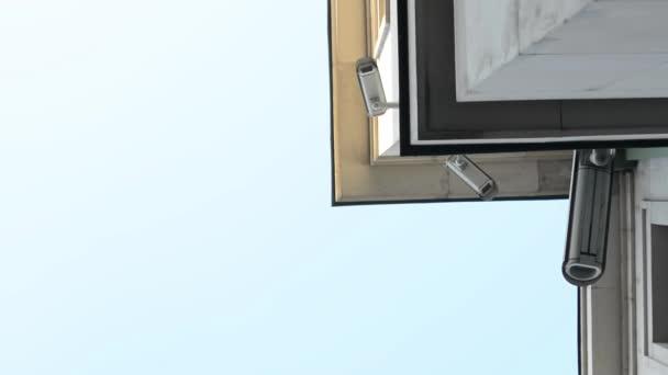 bezpečnostní kamery na budově
