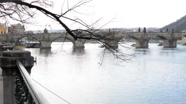 Karlův most a nábřeží