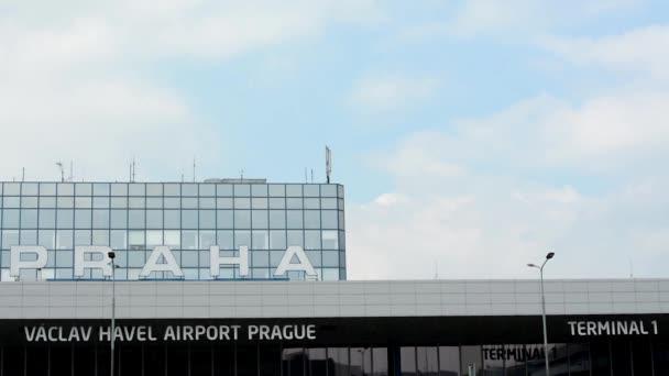 Letiště Praha, s.p. - budova s názvem letiště