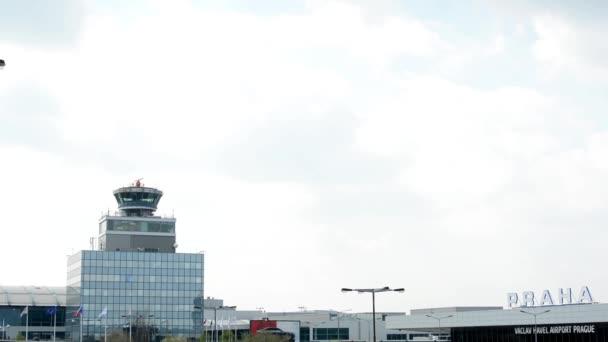 Letiště Praha, s.p. - s oblohou