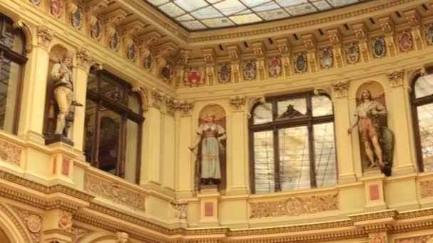 historische Gebäude - Interieur. Skulpturen, Malereien und windows ...