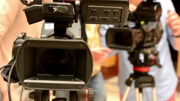 televíziós kamerák - operatőr beállítani a kamerát (stúdió)