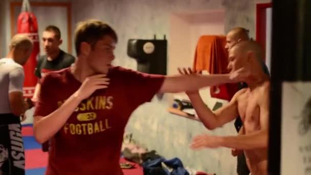 férfi sport - harci sport (harci férfiak) - a tornaterem