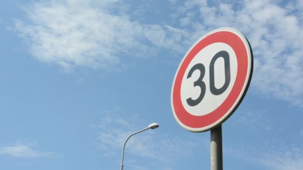 Road signs: speed limit 30