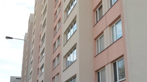 high-vzestup blok bytů s lampou