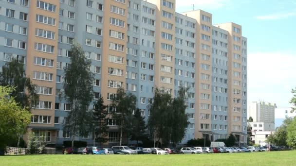 bydlení, nemovitosti (rozvoj) s přírodou a parkoviště