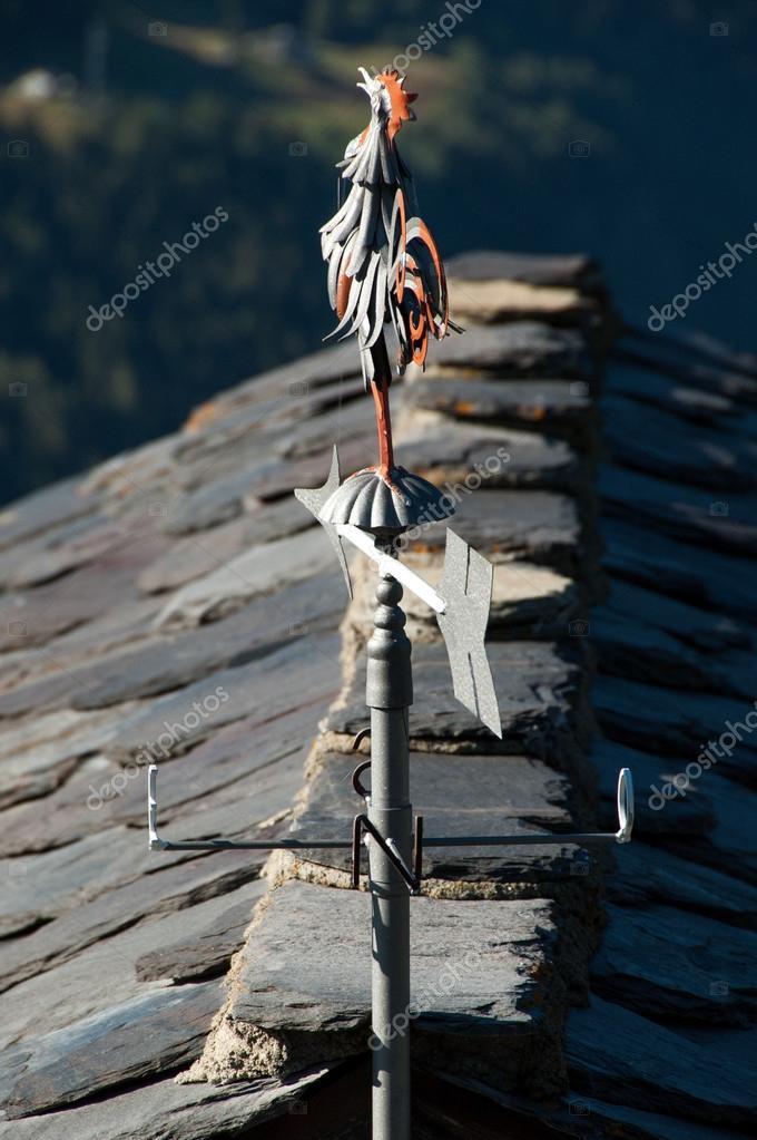 wetterhahn auf dem dach des hauses stockfoto 45746907. Black Bedroom Furniture Sets. Home Design Ideas