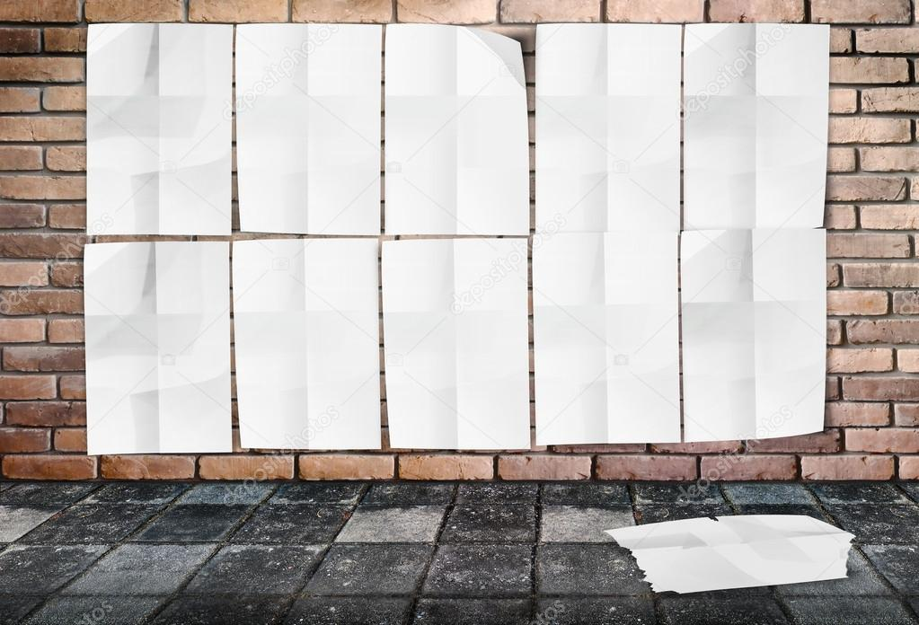 plantilla de pared de carteles arrugados en ladrillo pared & sendero ...