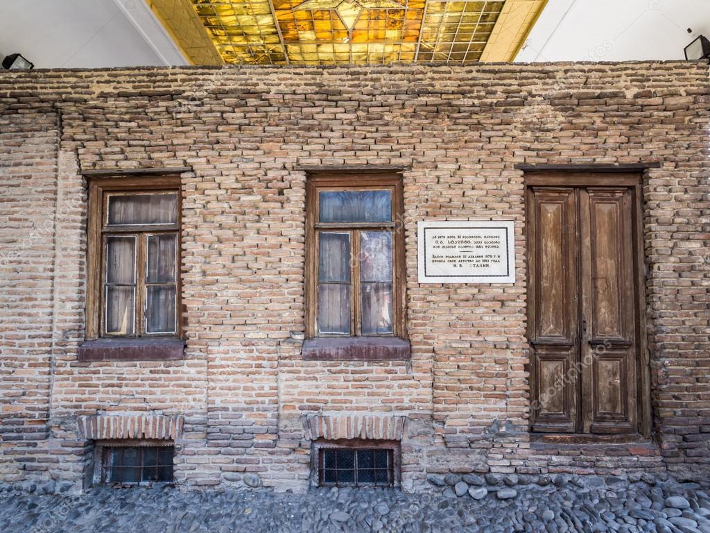 Casa di stalin di fronte al museo di stalin a gori for House of 950