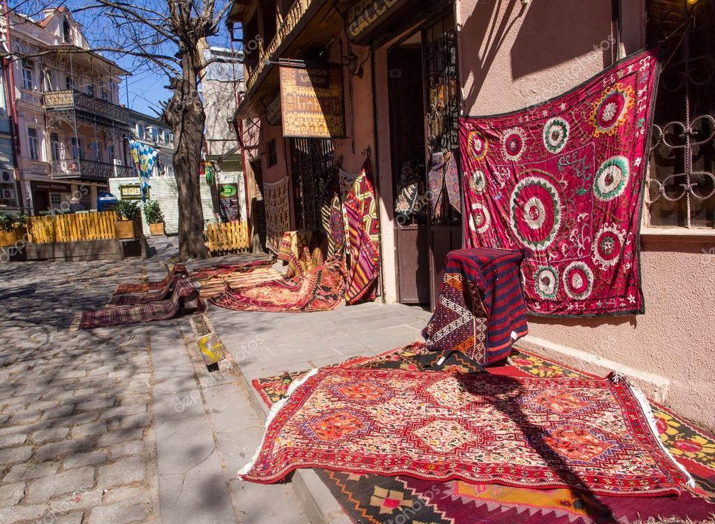 tbilissi g orgie 19 mars magasin de tapis dans le centre ville de tbilissi sur 19 mars 2013. Black Bedroom Furniture Sets. Home Design Ideas