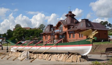 Svijazhsk. A copy of the small boat  Russian emperor Paul I at the river station
