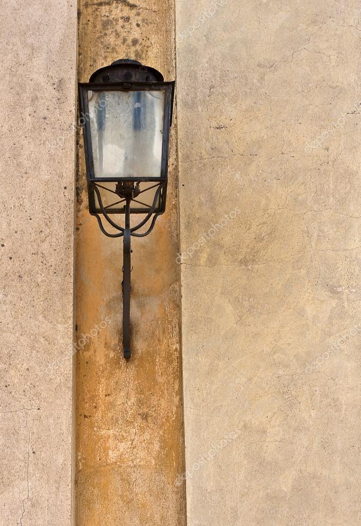 Alte Aussenansicht Eisen Lampe Auf Steinwand U2014 Stockfoto