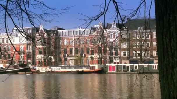 pohled přes průplav amsterdam