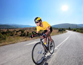 cyklista na koni na kole
