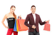 Fotografie muž a žena drží nákupní tašky
