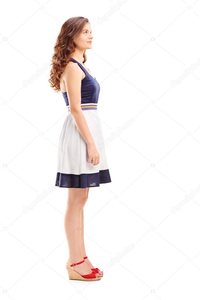 mujer de perfil cuerpo entero
