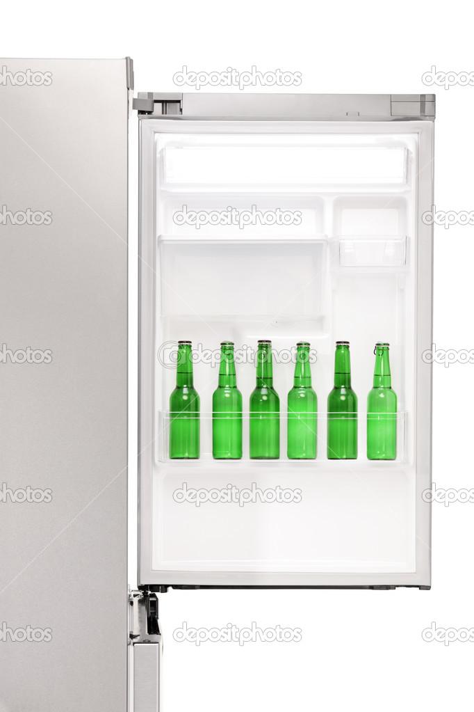 Abrir la nevera llena de botellas de cerveza fotos de - Nevera para cerveza ...