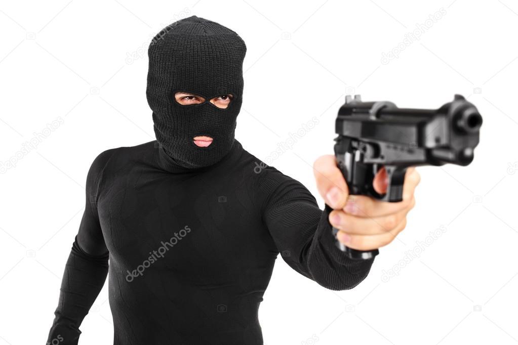 9159692f7df65 Uma visão de um homem com máscara de assalto segurando uma arma isolada  contra o fundo branco — Foto de ...