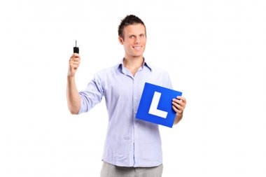 man holding car key and L plate