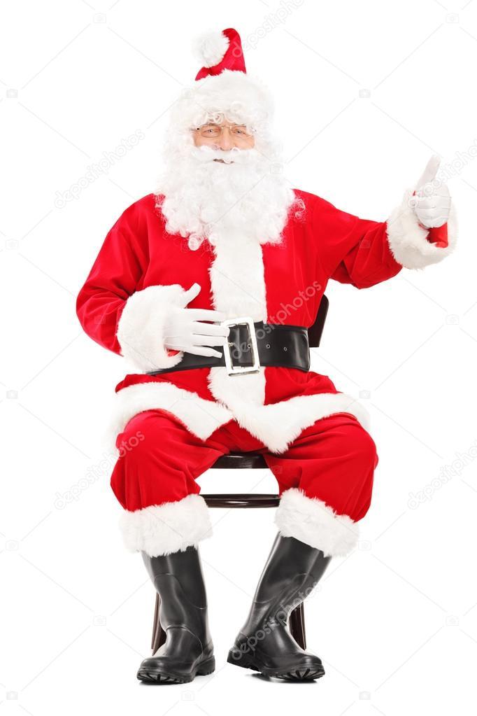 pere noel assis Père Noël assis sur une chaise en bois — Photographie  pere noel assis