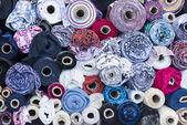 textilní rohlíky v obchodě textilie