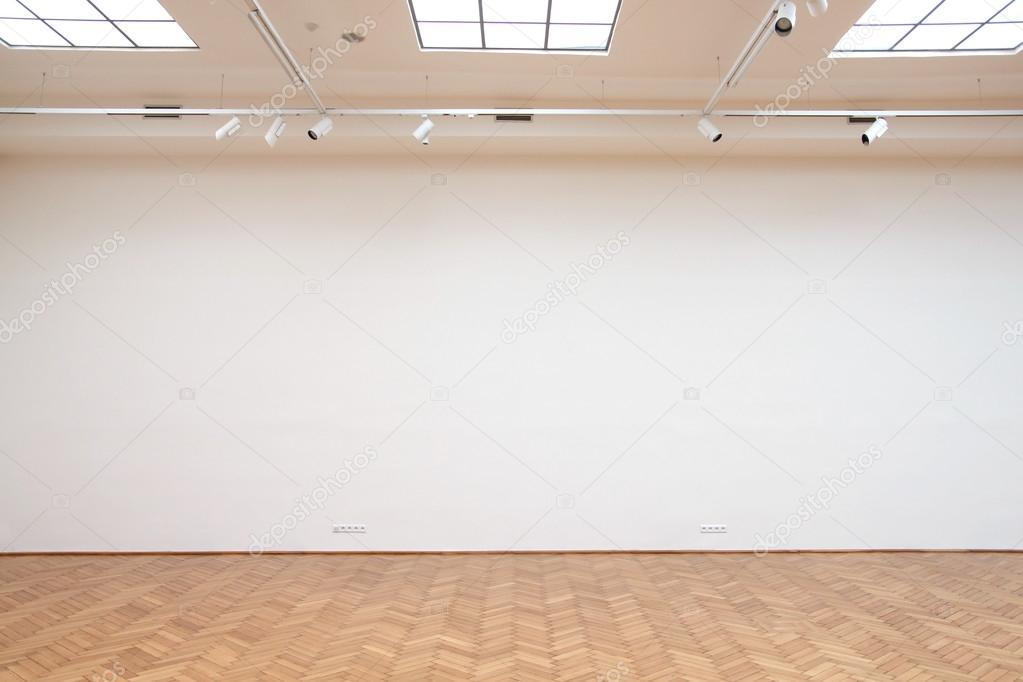 Holzboden Fliesen große weiße wand mit holzboden fliesen und dach oberlichter