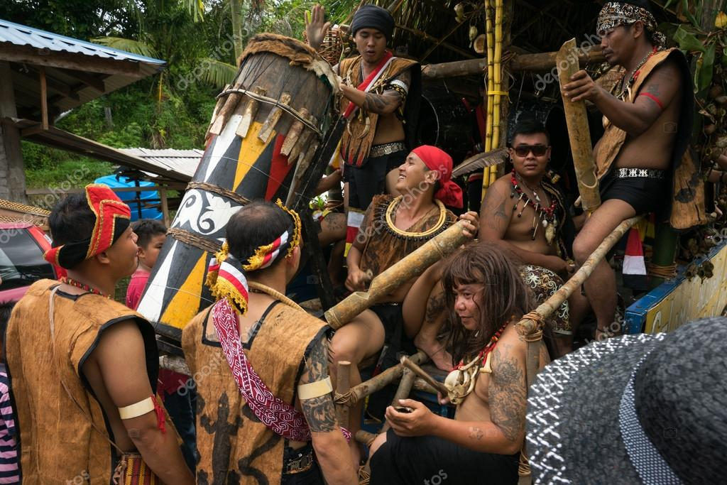 Sarawak Malaysia June 1 2014 Musicians From The Bidayuh Tribe An Indigenous Native People Of Borneo Plays The Drums In A Street Parade Celebrating Thanksgiving Day Known As The Gawai Festival