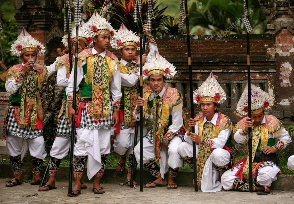 Balinesi Vestiti Guerrieri — Foto Editoriale Uomini Stock Da ggrnxpCtq