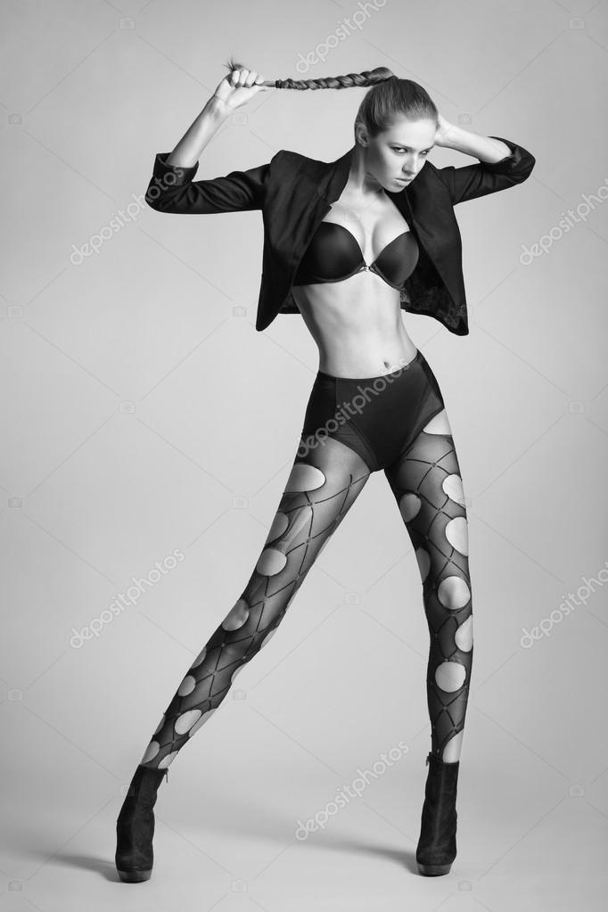 Фото девушки с длинными ножками в чулках — 7
