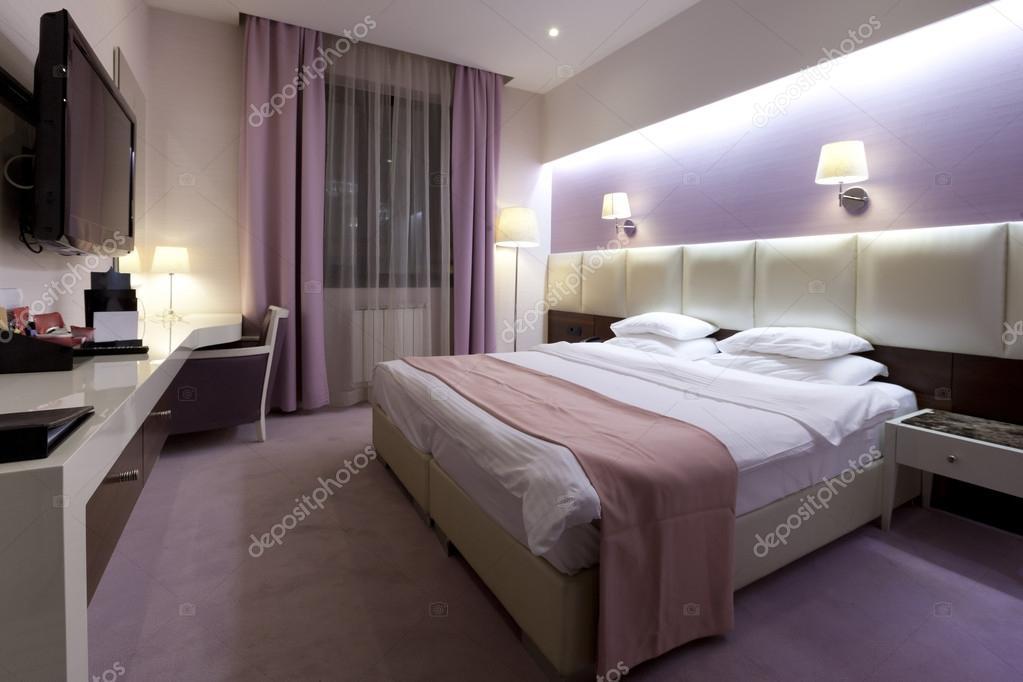belle chambre rose et violet — Photographie rilueda © #50973483