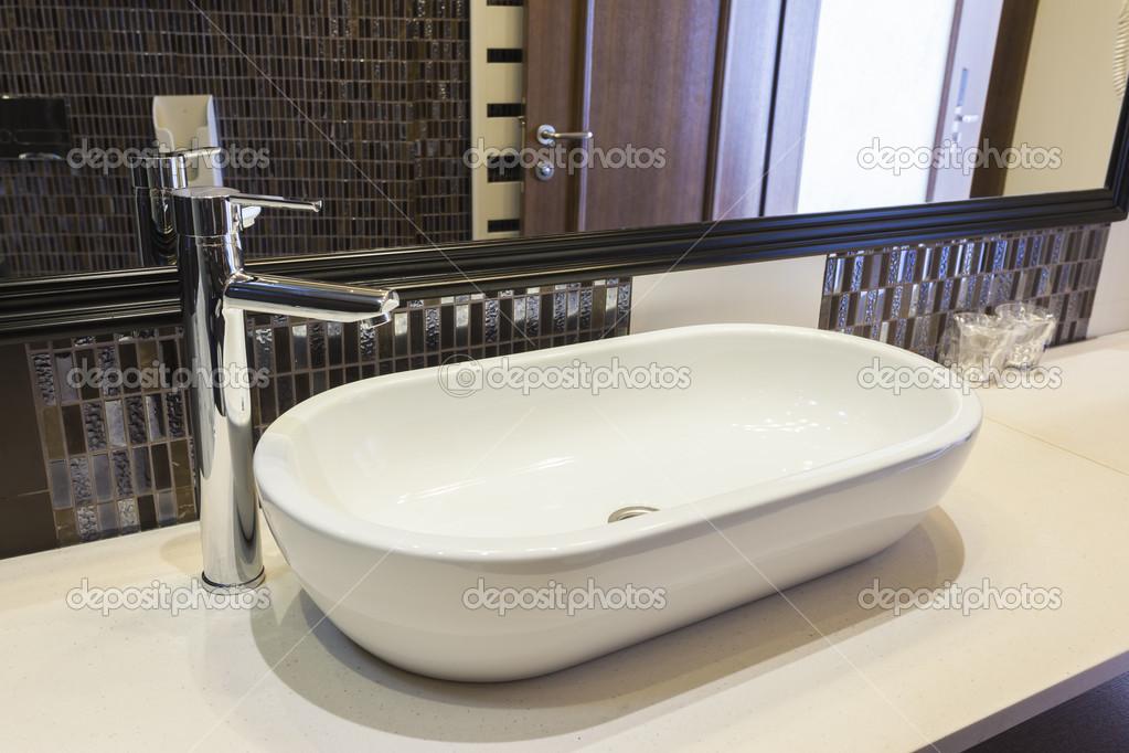 Design lavandino bagno moderno u2014 foto stock © rilueda #51096733