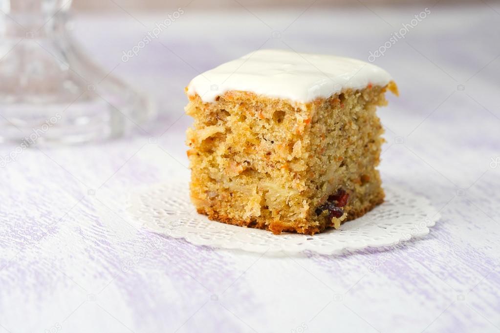 Karotte Apfel Cranberry Und Bananen Kuchen Stockfoto