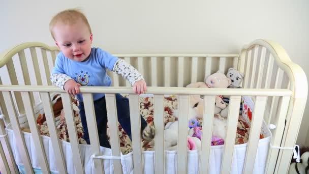 dítě v postýlky dolly