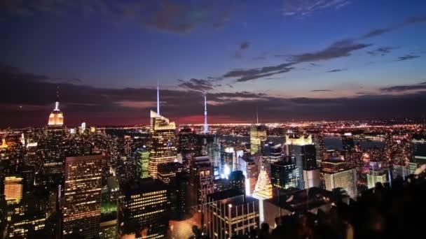 Paesaggio urbano di New York durante il crepuscolo