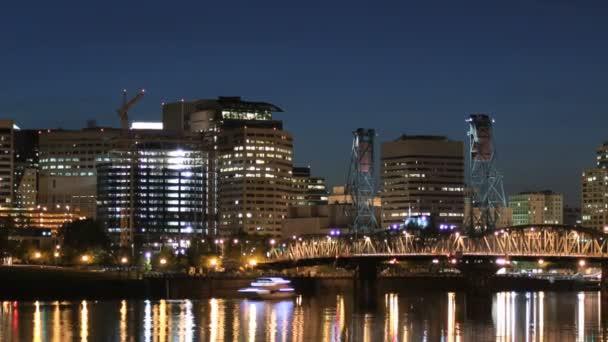 Paesaggio urbano di Portland al crepuscolo nella notte