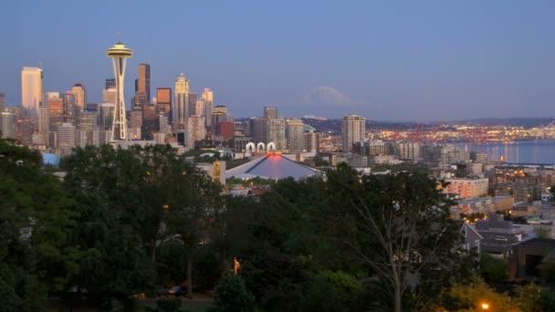 paesaggio urbano di Seattle al crepuscolo