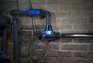 UV lamp, swimming pool fitration system