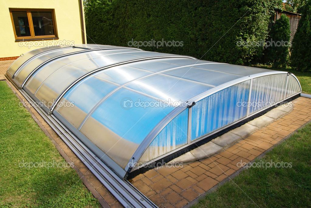 Schwimmbad, Garten, Dach, Schutz — Stockfoto © Susha #48403465