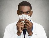 chamtivý zdravotnickými pracovníky, lékaře, drží hotovost, peníze